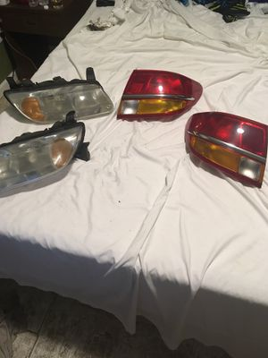 Headlights to a 2001 L series Saturn for Sale in Browns Mills, NJ