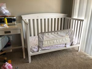 4 in 1 white crib w/ mattress and sheets for Sale in Temecula, CA