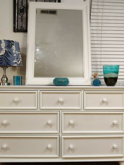 """White Wooden dresser with mirror and big drawers in good condition all drawers working well dovetail drawers driveway pickup. L57.5""""*W18""""*H34.5"""" for Sale in Springfield,  VA"""