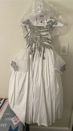 Flower girl dress it's very clean and beautiful for Sale in El Cajon, CA