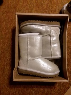 Size 10 Youth Uggs Boots for Sale in Baltimore, MD
