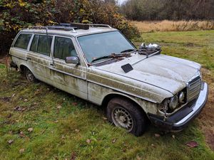 Vintage Mercedes Benz w123 parts cars galore for Sale in Portland, OR