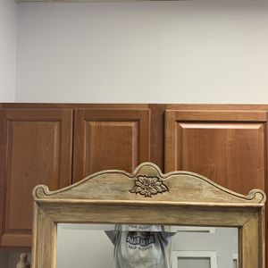 """Antique Beveled Pivot Dresser Mirror 23w""""c26h"""" Overall Measurements 34w""""x39h"""" for Sale in St. Charles, IL"""