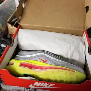 New Boys nike Air Max Size 4y for Sale in Indianapolis, IN