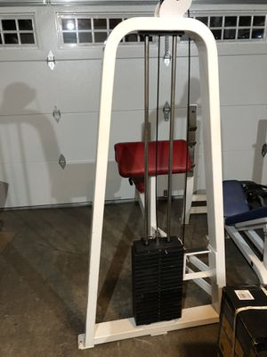 Bicep curl machine for Sale in Bellevue, WA