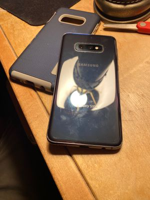 Samsung Galaxy S10e With Sprint, cracked but works like NEW, With Phone Case for Sale in Fontana, CA