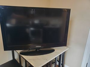 """Samsung 32"""" lcd tv for Sale in Chicago, IL"""
