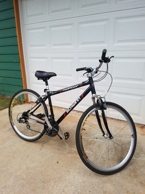 SCHWINN MIDMOORE HYBRID BIKE for Sale in Norcross, GA