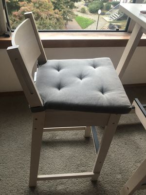 2 chairs with 2 chair pads, dining table for Sale in Portland, OR