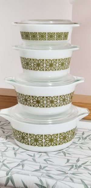 Pyrex 475, 474, 473, 471 with lids for Sale in Orting, WA