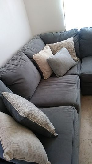 Large L shaped Serta coutch with throw pillows for Sale in Delta, CO