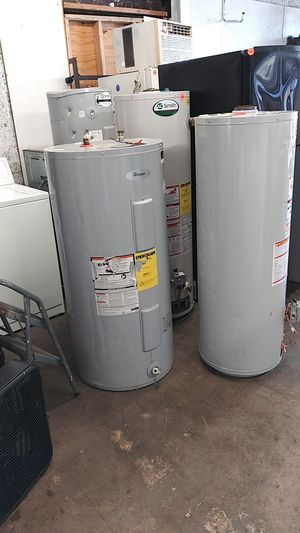 Whirlpool 50 gallon electric water heater for Sale in Detroit, MI