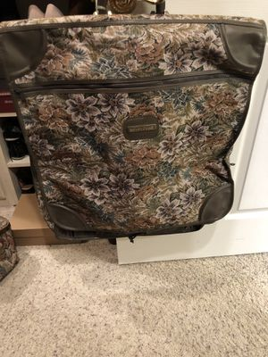 Suit travel bag w/duffle bag for Sale in Fresno, CA