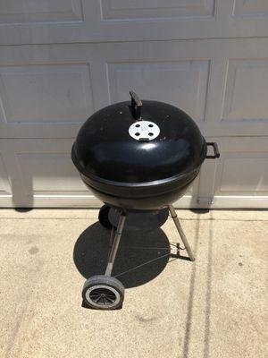 "22"" Weber grill/ Asador de carbon for Sale in Ontario, CA"
