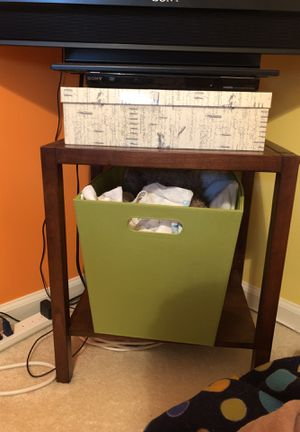 End Table with Basket for Sale in Ashburn, VA