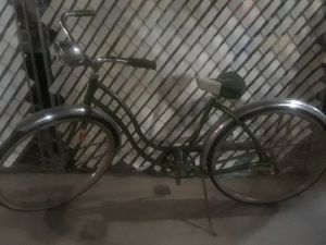 Ladies green 1960's Schwinn Cruiser bike back tire is flat and plastic lens on front light is gone $150. O.B.O for Sale in Clinton Township, MI