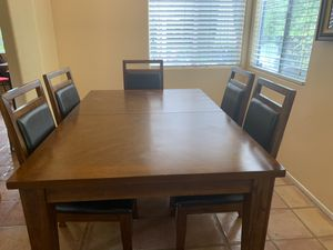 Dining room table and chairs for Sale in Stevenson Ranch, CA