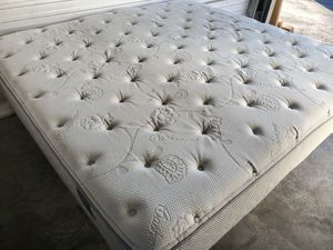 King Size Plush Cashmere Pillowtop Mattress for Sale in Westminster, CO