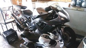 2002 Yamaha R1 1000cc! Nice motorcycle! Low miles! 24.000 miles on the bike! Run good! Need a new battery! Its geting hot outside! $3500.00 cash! for Sale in University Park, IL