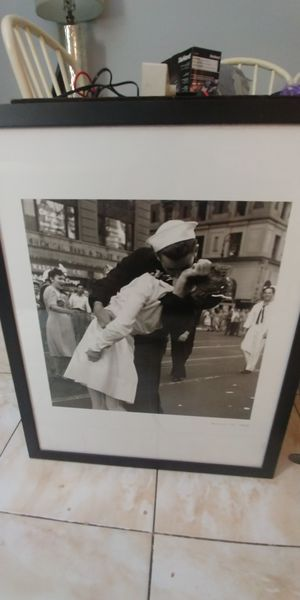 """Beautiful Picture of August 14,1954 """"Victory Day/Kissing the War Goodbye"""" beautiful black frame with hardware on back ready to hang! for Sale in Boynton Beach, FL"""