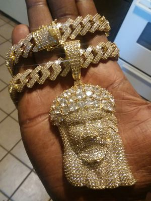 iced out gold filled Cuban link chain wit Jesus piece 14mm 24 inches for Sale in Waterbury, CT