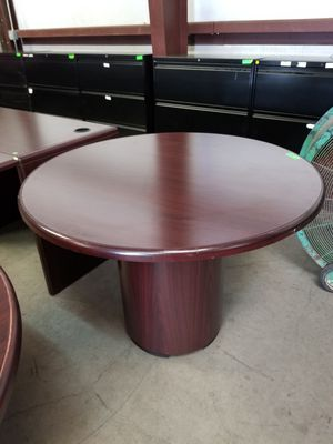 36 inch round table $60 (good condition) for Sale in Houston, TX