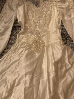 Size 8, Beautiful Ivory Beaded Laced Wedding Dress for Sale in Stone Mountain,  GA