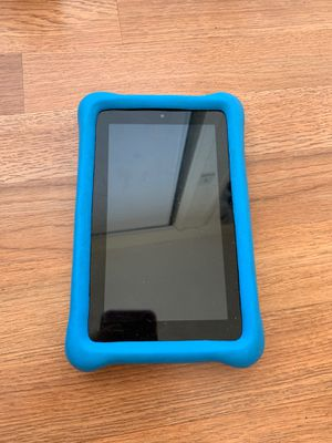 Amazon kindle with case broken charger port for Sale in Gardena, CA