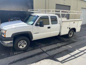 2003 Chevy Silverado hd utility for Sale in Pomona, CA