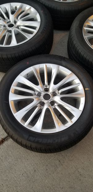 Selling 4 wheels that are in excellent condition and with tires that still have alot of tread left for Sale in Falls Church, VA