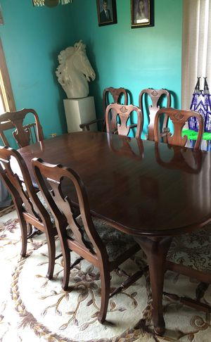 Dining room table for Sale in Erie, PA