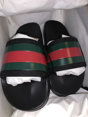 NEW BLACK GUCCI SLIDES SIZE 5 MENS for Sale in Joliet, IL