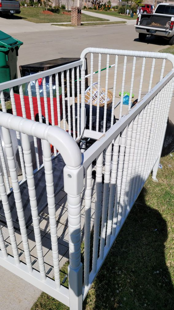 Free baby crib, used, needs a little paint, otherwise in good condition