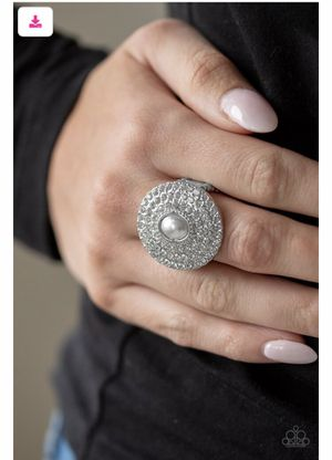 Paparazzi pearl and silver ring. for Sale in Bell, CA