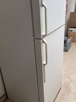Refrigerator for Sale in Tallahassee,  FL