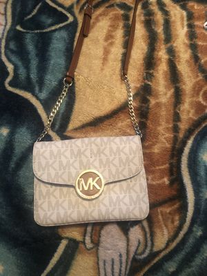 Michael kors cross purse for Sale in Abilene, TX