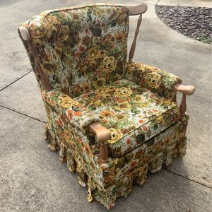 Floral Rocking Chair And Turns 360 for Sale in Eustis, FL