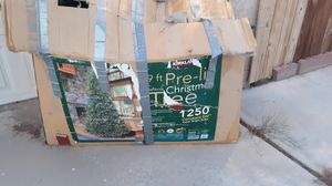 9ft Christmas tree for Sale in Hesperia, CA