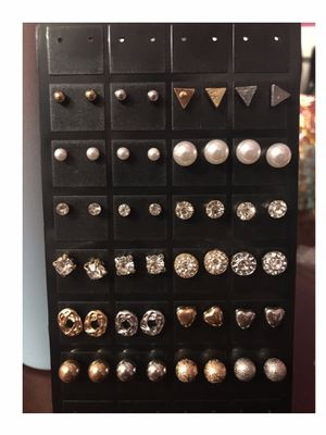 4/$8 Earrings (SHIPPING ONLY) for Sale in Scottsdale, AZ