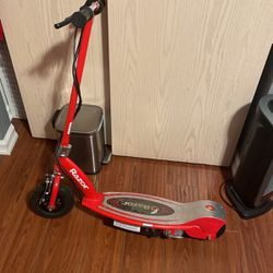 Electric scooter Razor for Sale in Newcastle,  WA