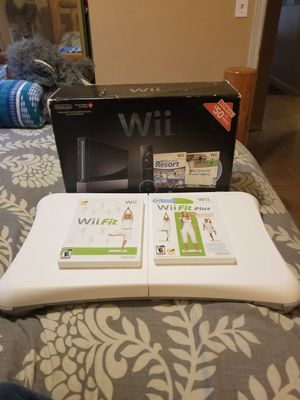 Wii and balance board + 2 fit disc's for Sale in Newberg, OR