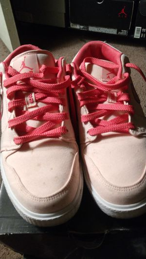 Pink nike women's shoes for Sale in Los Angeles, CA