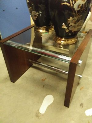 Small modern contemporary end table for Sale in Pinellas Park, FL