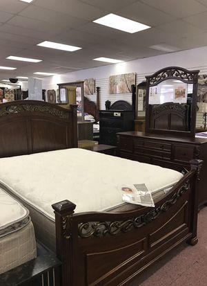 Ashley 5pcs bedroom set for Sale in Nashville, TN