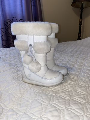 Timberlan girl winter boot size 7 for Sale in Brookfield, IL