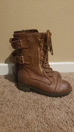 Girls size 9 boots for Sale in Perris, CA