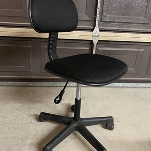 Adjustable & Swivel Desk Chair for Sale in Peoria, AZ