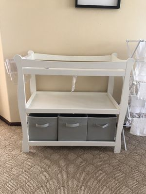 White Baby Changing Table for Sale in Chino Hills, CA