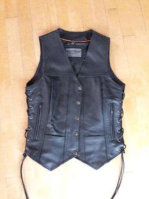 Lady's leather vest (small) for Sale in Wildomar, CA
