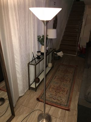 Floor lamp- Like New for Sale in Los Angeles, CA